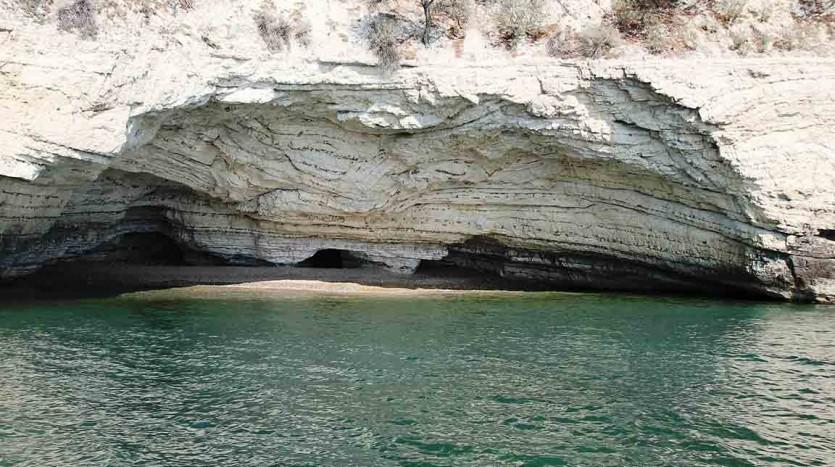 La miuscola spiaggia di Valle delle Sirene