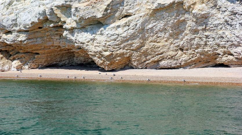Accessibile solo dal mare la spiaggia di Baia dei Gabbiani