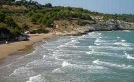 La spiaggia dietro il trabucco di San Lorenzo