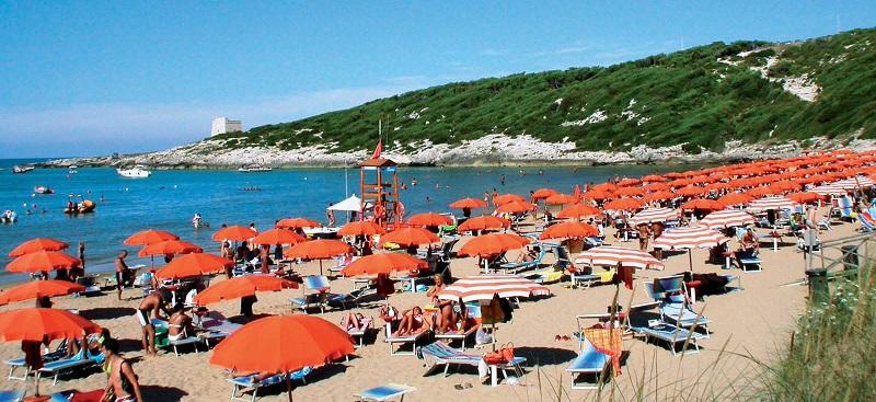 Spiaggia di sabbia finissima e con mare digradante