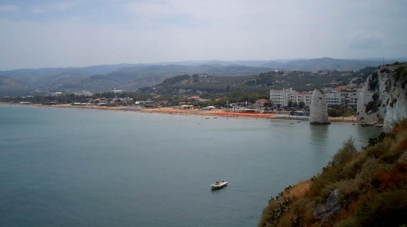 La spiaggia sud di Vieste, si estende con arenile sabbioso per diversi kilometri