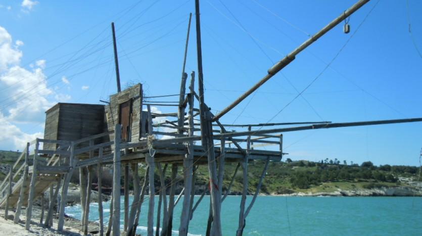 il trabucco di San Lorenzo nei pressi della spiaggia che prende lo stesso nome