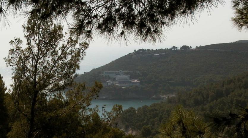 La spiaggia di Pugnochiuso è chiusa tra le punte estreme del promontorio del Gargano
