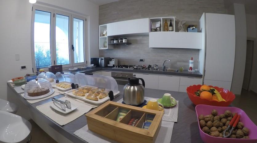 A disposizione degli ospiti una moderna cucina dotata di tutti i confort.